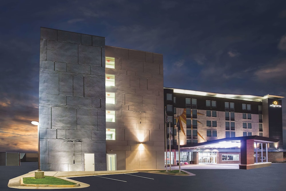 Exterior, La Quinta Inn & Suites by Wyndham Winchester