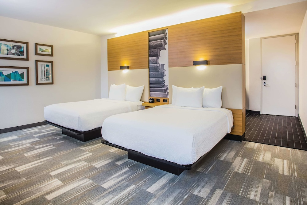 Room, La Quinta Inn & Suites by Wyndham Winchester