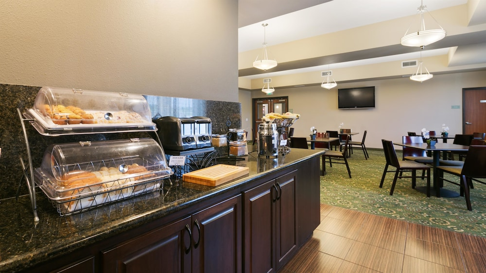 Breakfast buffet, Best Western Plus Parkersville Inn & Suites