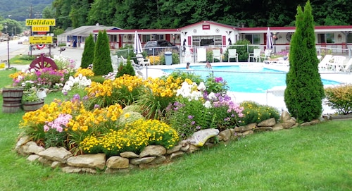 Great Place to stay A Holiday Motel near Maggie Valley