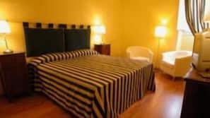 In-room safe, individually furnished, soundproofing, free WiFi