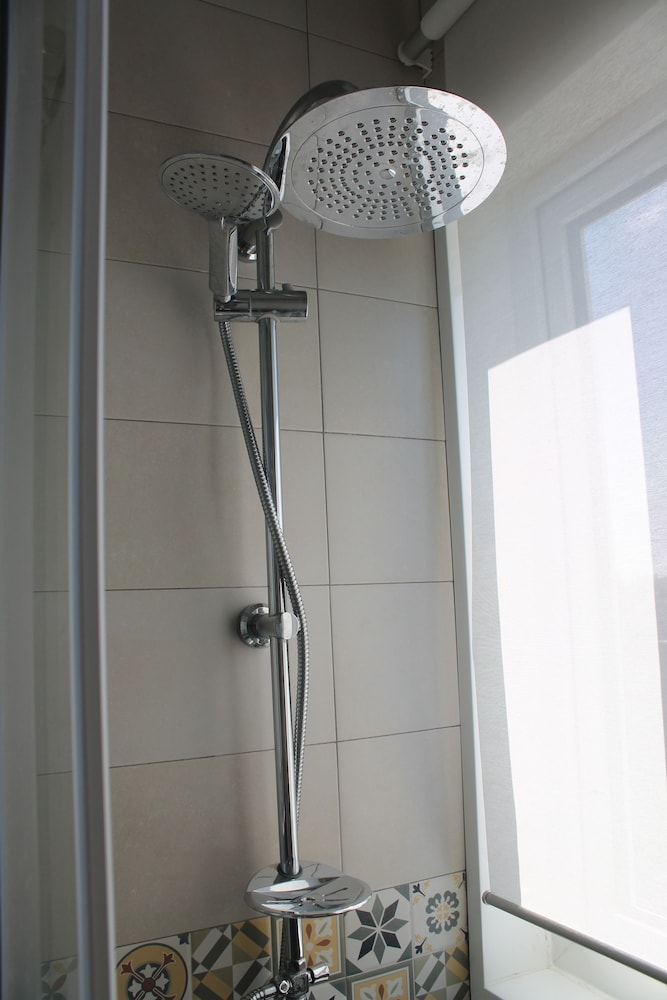 Bathroom Shower, Apartamentos Puerto Sherry