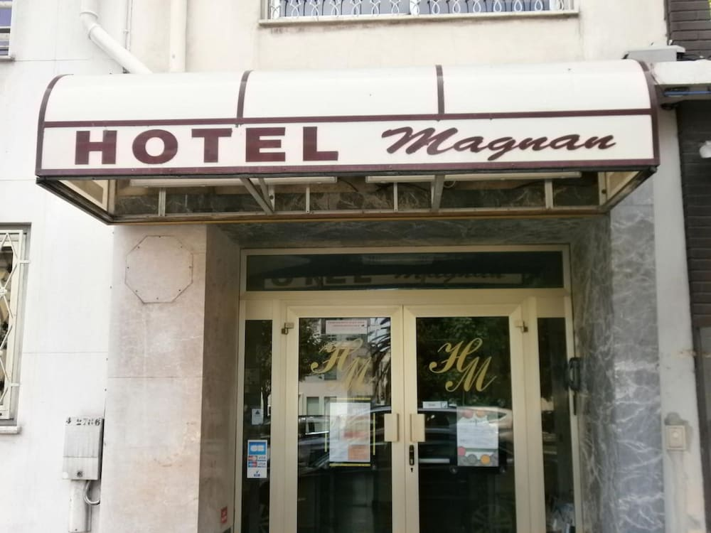Property Entrance, Hôtel Magnan