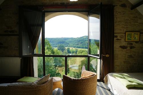 Causse-et-Diege Hotels from $87! - Cheap Causse-et-Diege Hotel Deals ...