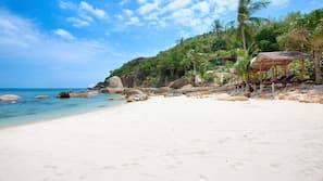 Am Strand, Strandtücher, Strandbar