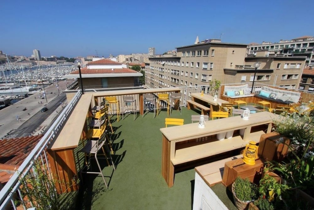 Hotel herm s reviews photos rates for Hotel avec piscine marseille