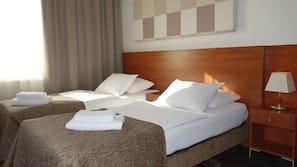 Dundyner, senger med Select Comfort-madrass og safe på rommet