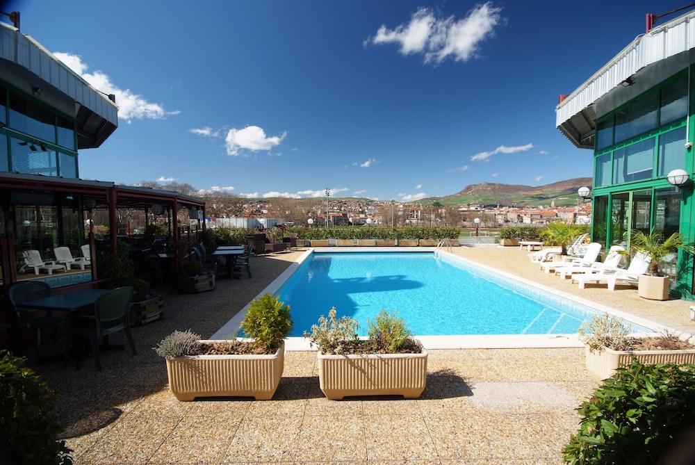 Millau hotel club aveyron france for Club piscine lasalle