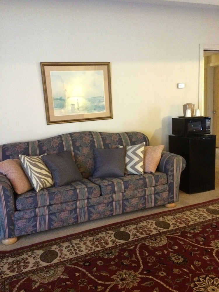 Living Area, Oswego Inn