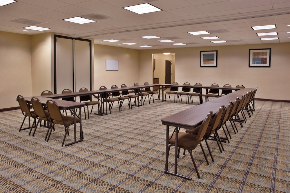 Meeting Facility, Holiday Inn Express and Suites Moultrie, an IHG Hotel