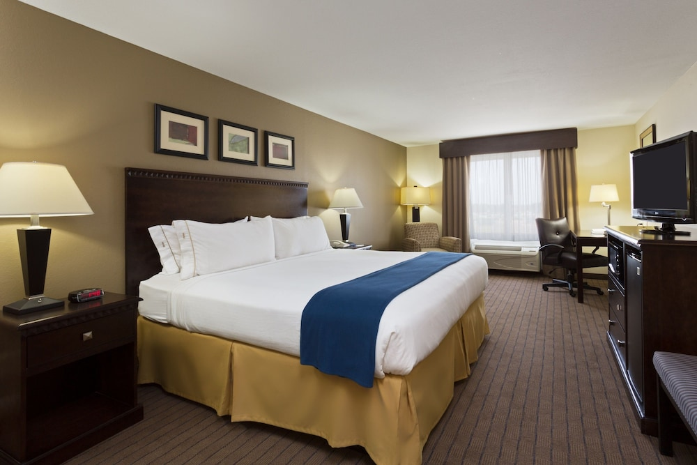 Room, Holiday Inn Express and Suites Moultrie, an IHG Hotel