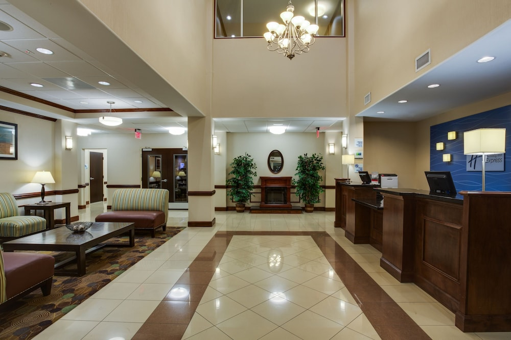 Lobby, Holiday Inn Express and Suites Moultrie, an IHG Hotel