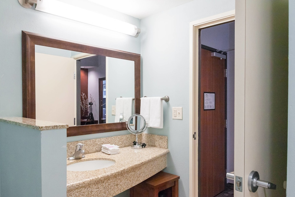 Bathroom, Courtyard by Marriott New Braunfels River Village