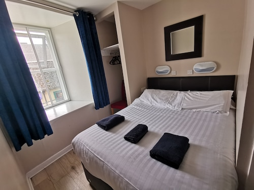 Snoozles Quay Street Tourist Hostel- Galway