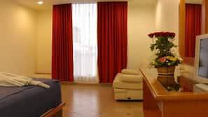 Colchones con acolchado adicional, caja fuerte, mobiliario individual