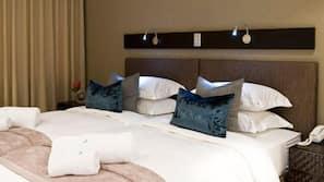 Egyptian cotton sheets, premium bedding, down duvet, minibar