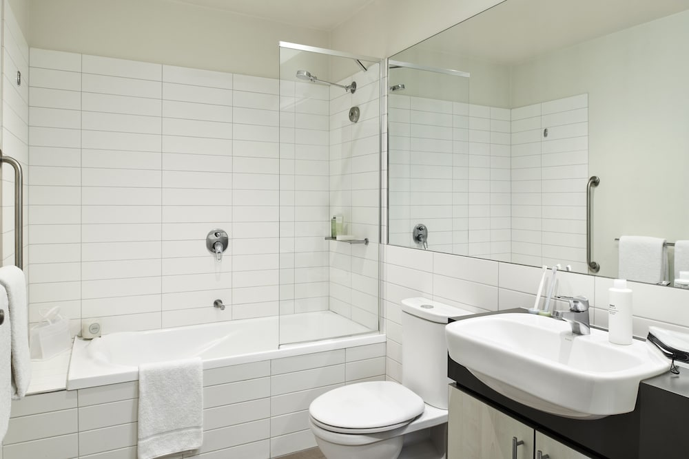 Bathroom, Punthill Essendon Grand