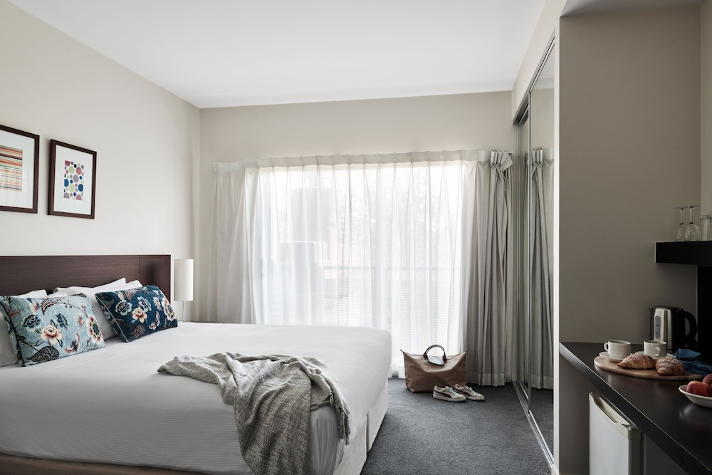 Room, Punthill Essendon Grand