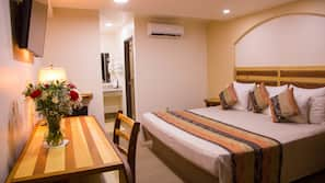 In-room safe, WiFi, linens, wheelchair access