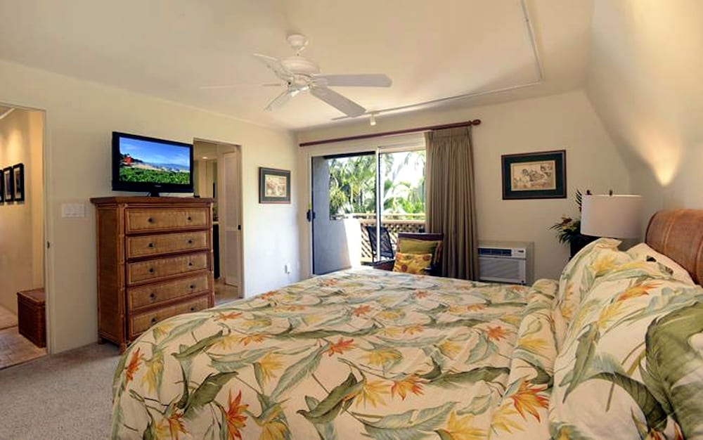 Room, Maui Kamaole by CRH