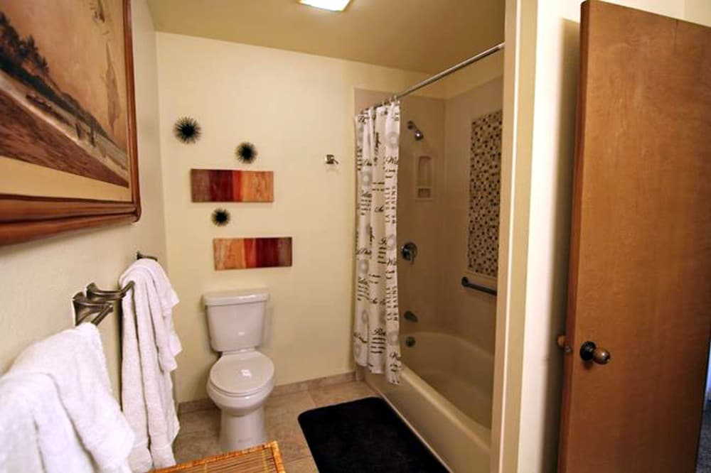 Bathroom, Maui Kamaole by CRH