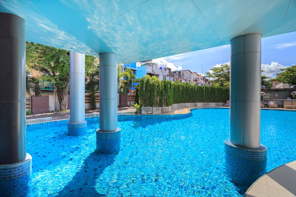 Indoor/Outdoor Pool, The Pattaya Discovery Beach Hotel Pattaya