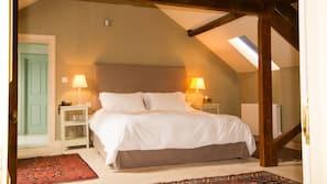 Premium bedding, desk, iron/ironing board, free wired Internet