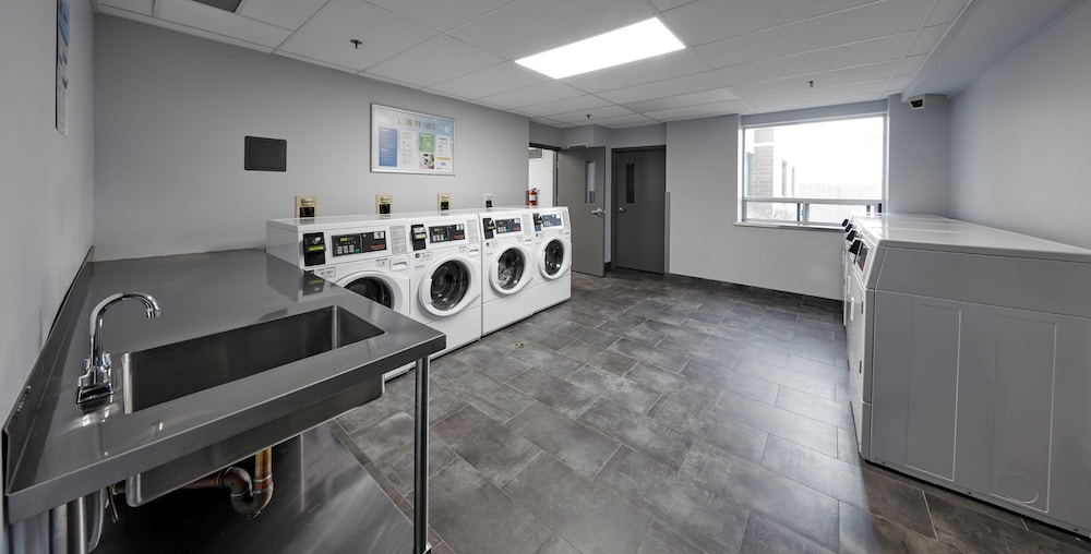 Laundry Room, Residence & Conference Centre - King City
