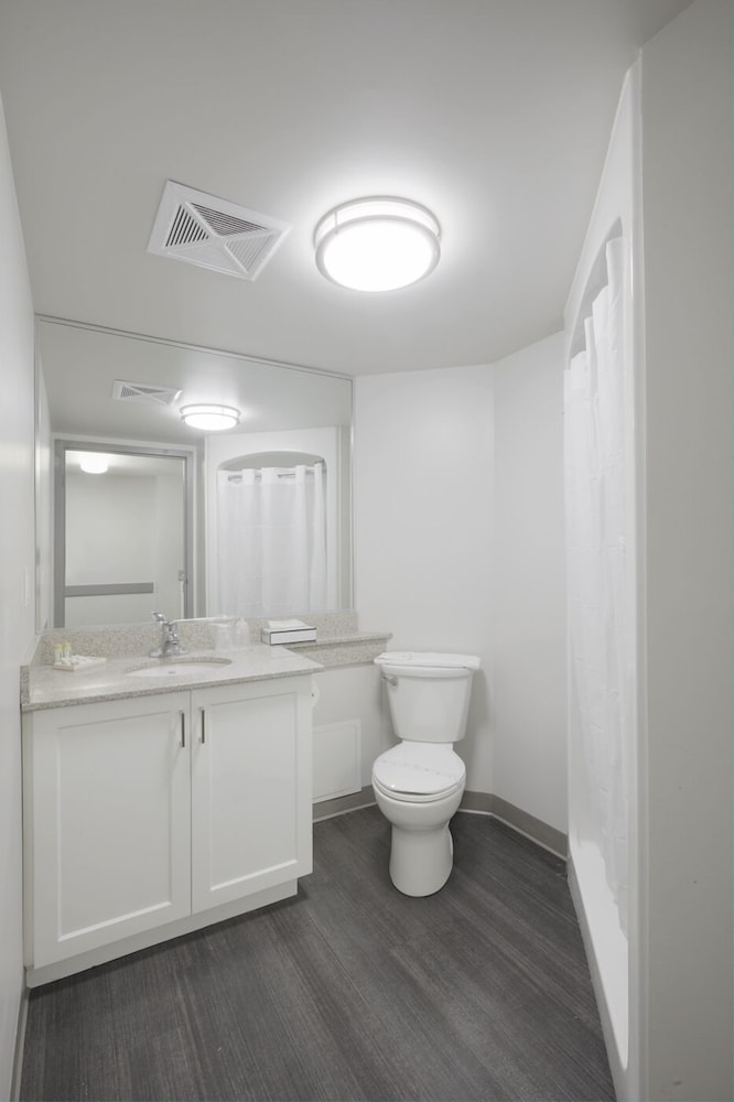 Bathroom, Residence & Conference Centre - King City