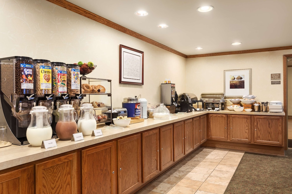 Breakfast Area, Country Inn & Suites by Radisson, Carlisle, PA