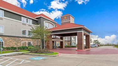 La Quinta Inn & Suites by Wyndham Bridge City