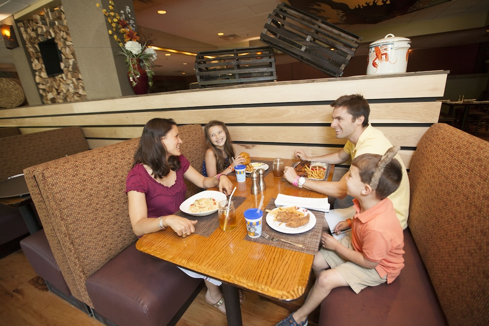 Family Dining, Great Wolf Lodge Concord