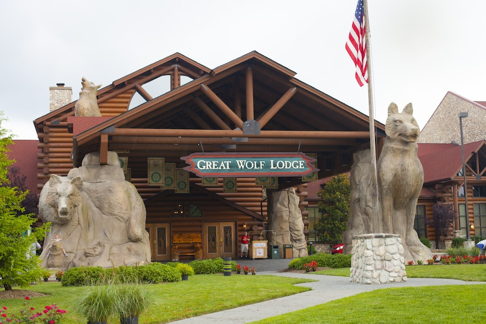 Property Entrance, Great Wolf Lodge Concord