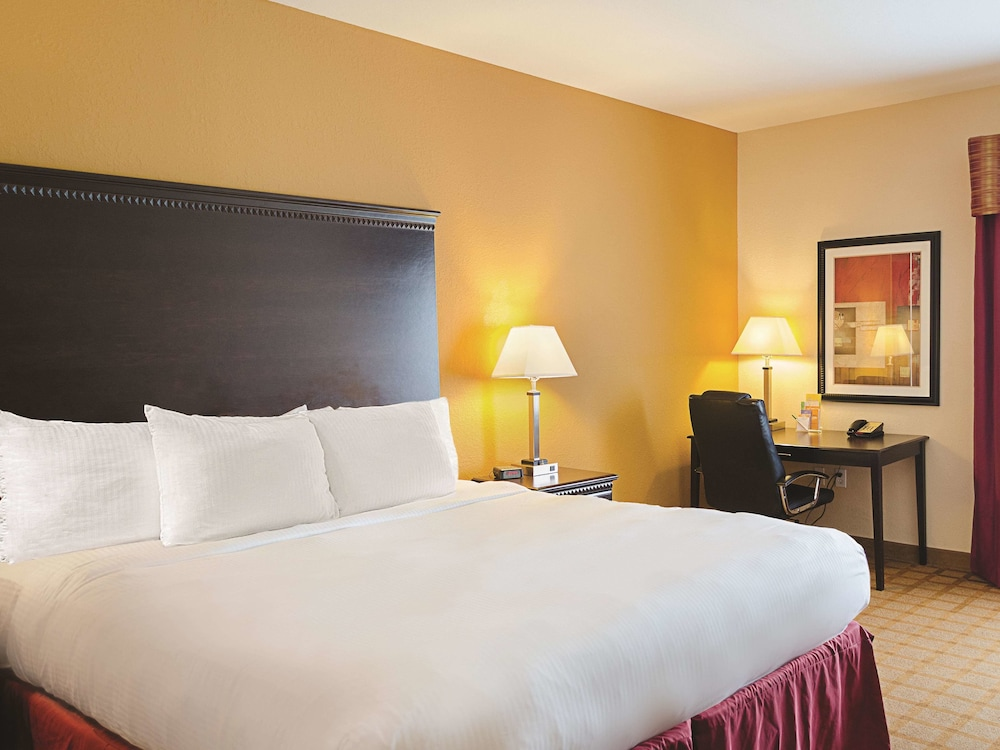 Room, La Quinta Inn & Suites by Wyndham Mobile Satsuma / Saraland