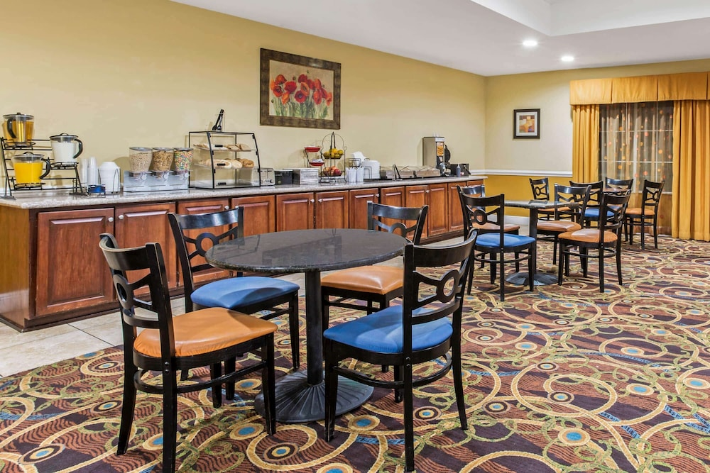 Dining, La Quinta Inn & Suites by Wyndham Mobile Satsuma / Saraland