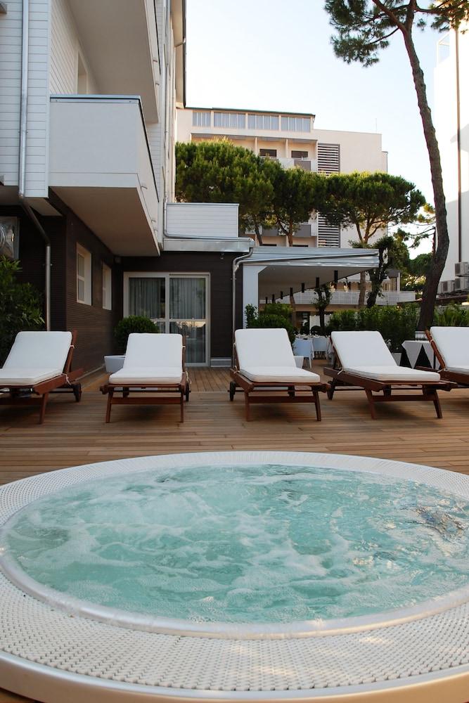 Atmosfere hotel milano marittima italia expedia for Boutique hotel milano marittima