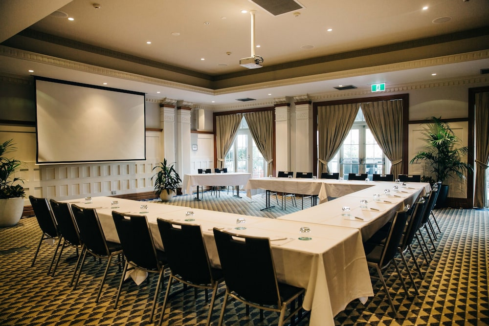 Coogee bay hotel boutique in sydney hotel rates for Sydney boutique hotel