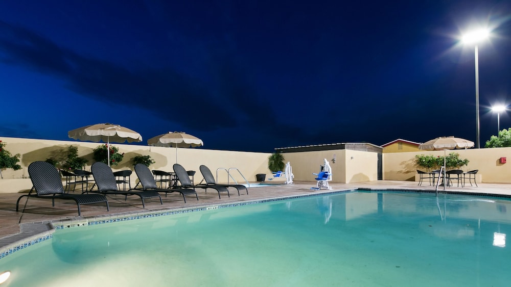 Best Western Plus Wasco Inn Amp Suites In Wasco Hotel Rates Amp Reviews On Orbitz