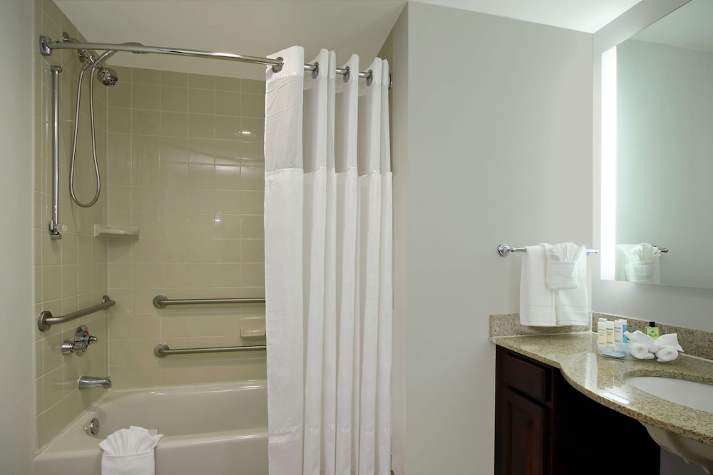 Bathroom, Homewood Suites by Hilton Ft. Lauderdale Airport-Cruise Port