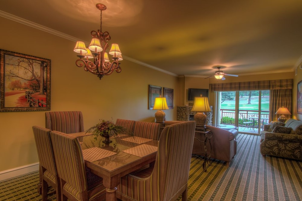 In-Room Dining, RiverStone Resort & Spa