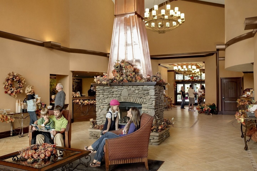 Lobby Sitting Area, RiverStone Resort & Spa