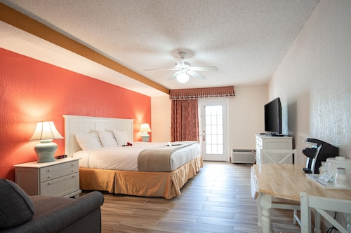 Island Sun Inn & Suites - Venice, Florida Historic Downtown & Beach Getaway