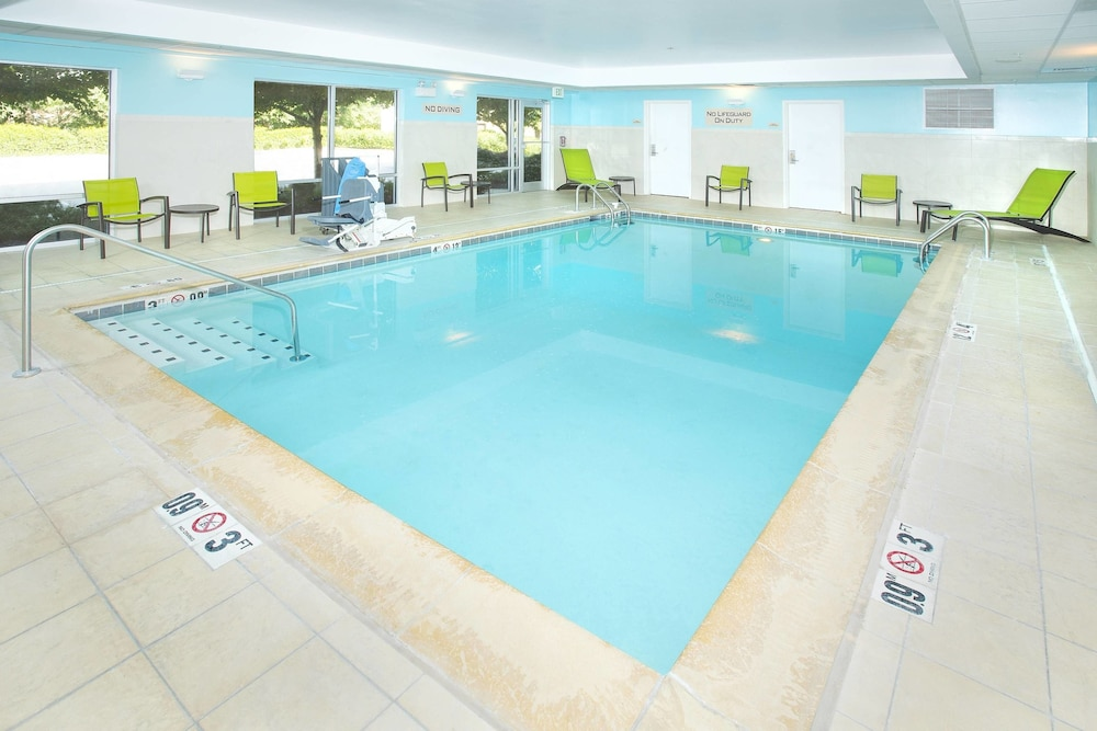 Indoor Pool, SpringHill Suites by Marriott Columbia