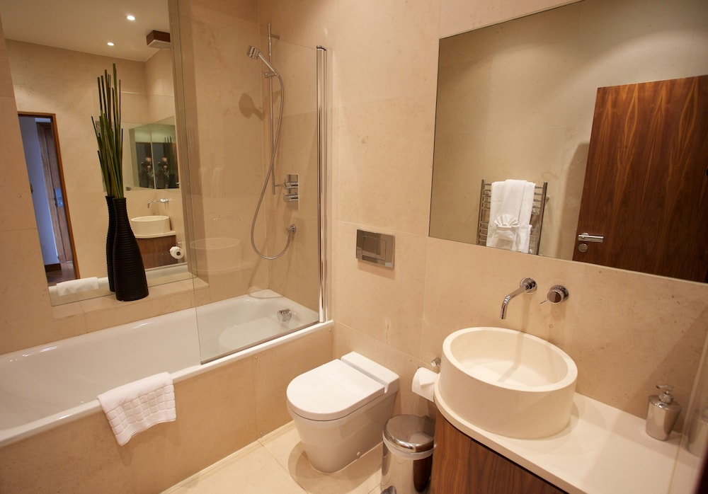Bathroom, Presidential Apartments - Kensington
