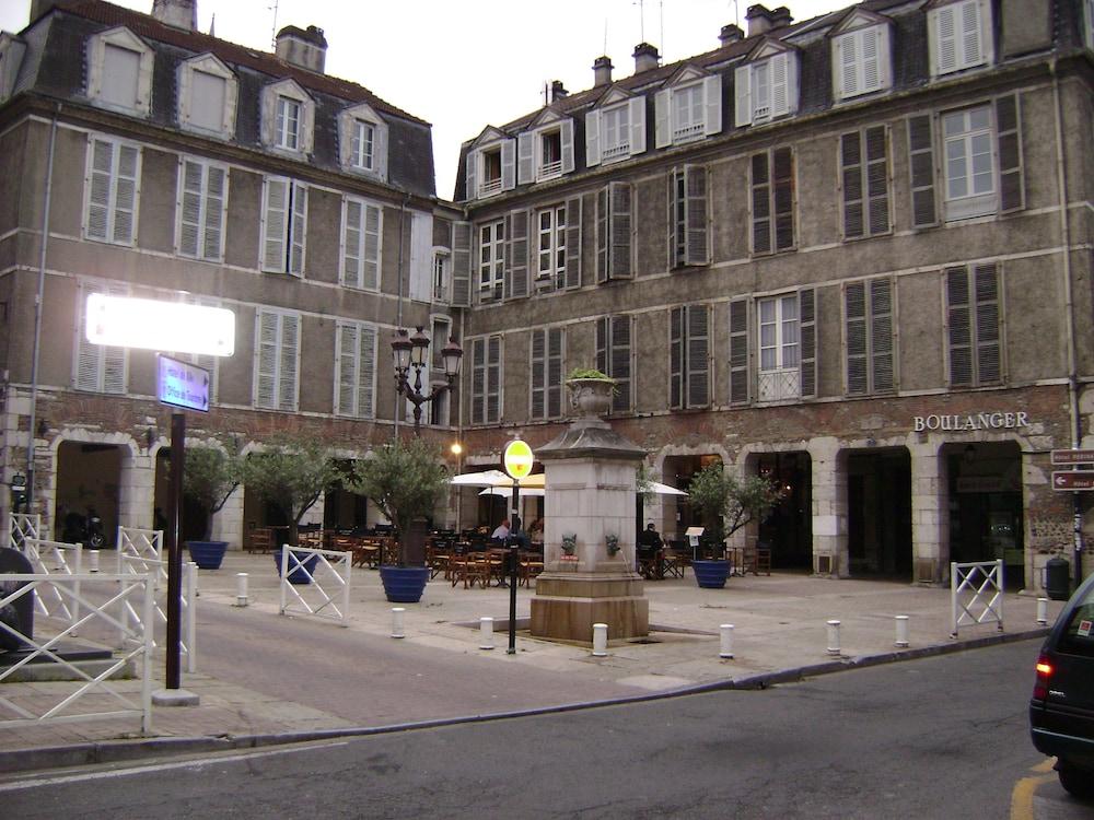 Book hotel adour pau hotel deals for Adour bureau pau 64