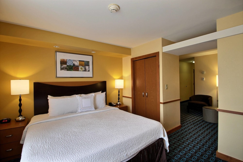 Room, Fairfield Inn & Suites by Marriott Milwaukee Airport