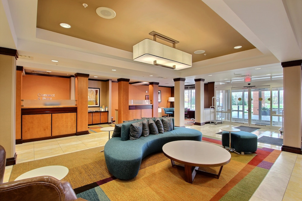 Lobby Sitting Area, Fairfield Inn & Suites by Marriott Milwaukee Airport