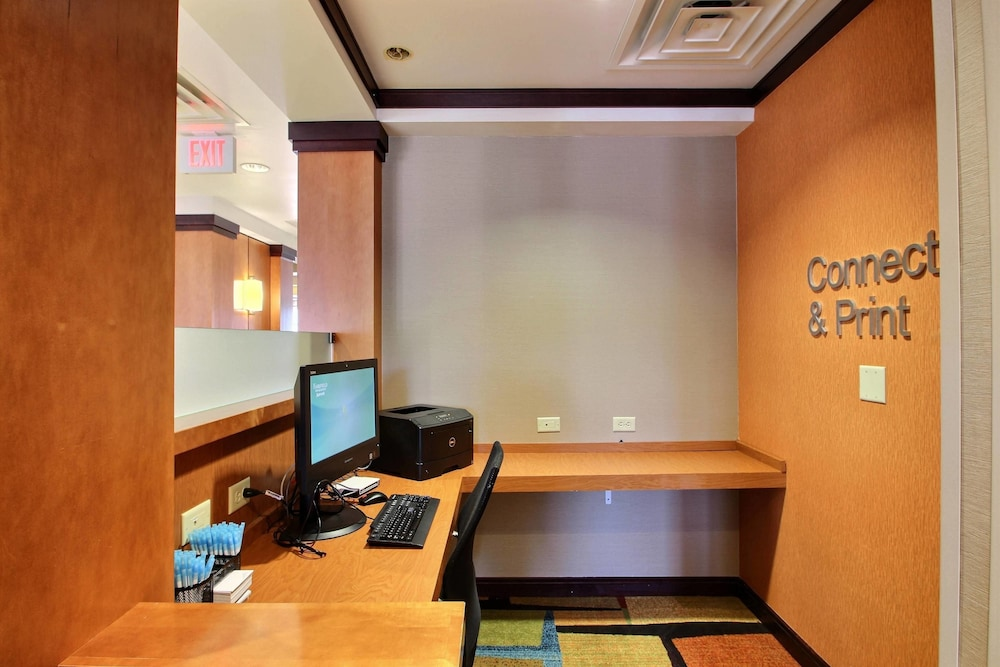 Business Center, Fairfield Inn & Suites by Marriott Milwaukee Airport