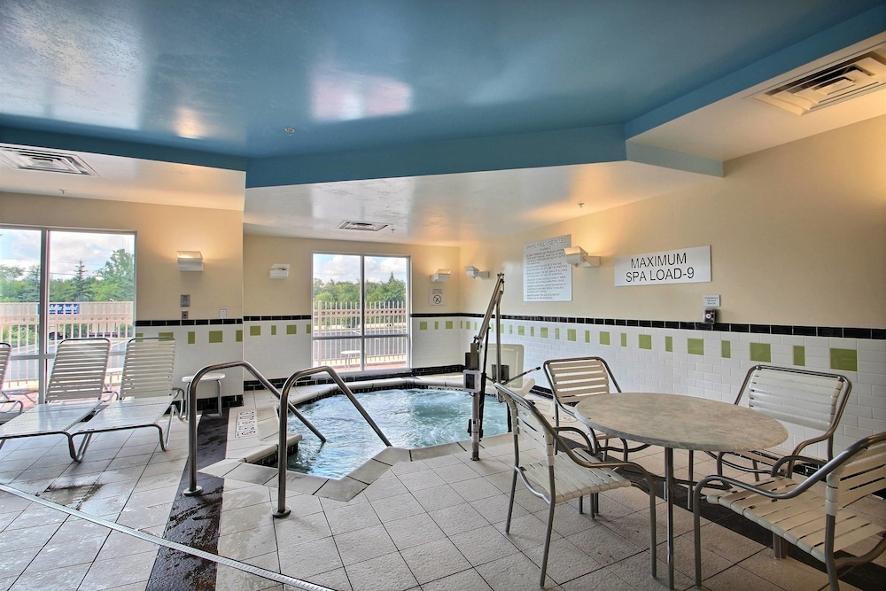 Sports Facility, Fairfield Inn & Suites by Marriott Milwaukee Airport