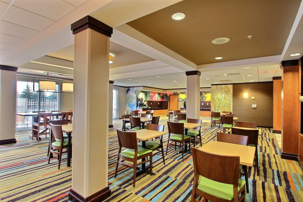 Breakfast Area, Fairfield Inn & Suites by Marriott Milwaukee Airport
